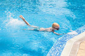 Young boy swimming — Stock Photo
