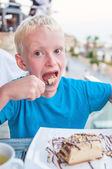 Boy eating a cake — Stock Photo