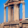 Hadrian´s Arch, in the back Acropolis, Athens, Greece — Stock Photo