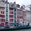 Old buildings along bank of Nive, Bayonne, France — Stock Photo