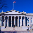 U.S. Treasury building and monument of Alexander Hamilton, Washington DC, USA — Stock Photo