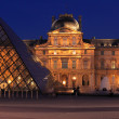 Night view of The Louvre Palace and the Pyramid, Paris, France — ストック写真