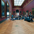 Interior and vistors of Louvre museum, Paris, France — Foto Stock