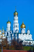 Cathedral of the Archangel Michael (Archangelskiy sobor) (1508) and Ivan the Great bell tower, Kremlin, Russia — Stock Photo