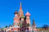 Red Square and Saint Basil's Cathedral (Pokrovskiy Cathedral) (1561), Moscow, Russia — Foto de Stock