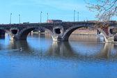 Pont (Bridge) Neuf (XVII c.) across Garonne, Toulouse, France — Stock Photo
