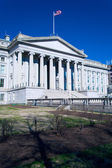U.S. Treasury building and monument of Alexander Hamilton, Washi — Stok fotoğraf