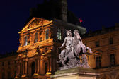 Night view of The Louvre Palace and the Pyramid, Paris, France — Stock Photo
