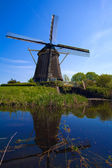 Wiatrak w pobliżu amsterdamu, holandia — Zdjęcie stockowe