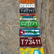 Shopping with vintage cuban number plates — Stock Photo