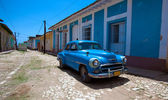 Vintage car in the old town, Trinidad, Cuba — Foto Stock