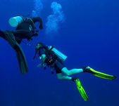 Two divers with air-bublles — Stock Photo