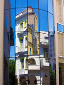 Old building mirrored in modern house window, Havana — Stock Photo