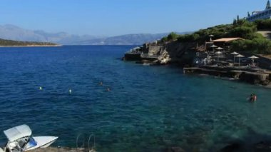 Terraced beach and mediterranean sea, Agios Nikolaos, Crete — Stock Video