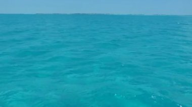 Clear water of caribbean sea near Cayo Largo, Cuba — Stock Video