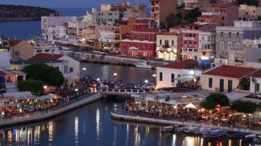 Lago voulismeni escena de noche, agios nikolaos, crete — Vídeo de stock