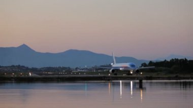 Driving of Thomson airplane before take-off, sunset scene, Corfu airport, Greece — Stock Video