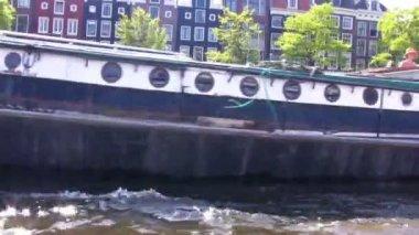 Kanäle in amsterdam - bootsfahrt, niederlande — Stockvideo