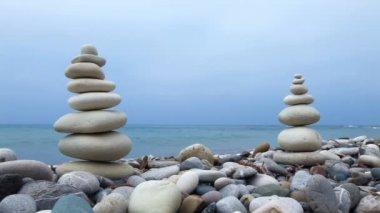 在塞浦路斯海滩上的岩石 — 图库视频影像