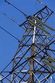 Wieże wysokiego napięcia i kable — Zdjęcie stockowe