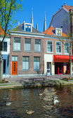 Vintage Houses on Canals, Delft — Stock Photo