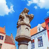 Bridge lion statue on way to Markt, Bruges, Belgium — Foto de Stock