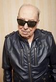Cool fashion elder man with sunglasses — Stock Photo