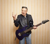 Cool fashion elder man with electric guitar — Stock Photo