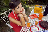 Retro sixties style fashion couple having breakfast outdoor — Foto de Stock