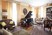 Aristocratic living room — Stock Photo