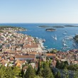 Hvar, harbor of old Adriatic island town. panoramic view. Popula — Foto Stock