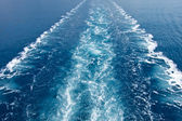 Wake in the ocean made by cruise ship — Stock Photo