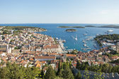 Hvar, harbor of old Adriatic island town. panoramic view. Popula — Stock Photo