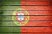 Bandera de portugal portugués, pintado sobre fondo de tablón de madera antiguo — Foto de Stock