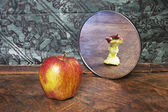 Surrealistic picture of an apple reflecting in the mirror — Foto Stock