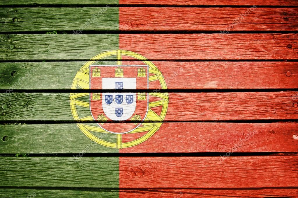 葡萄牙国旗画在旧木板背景