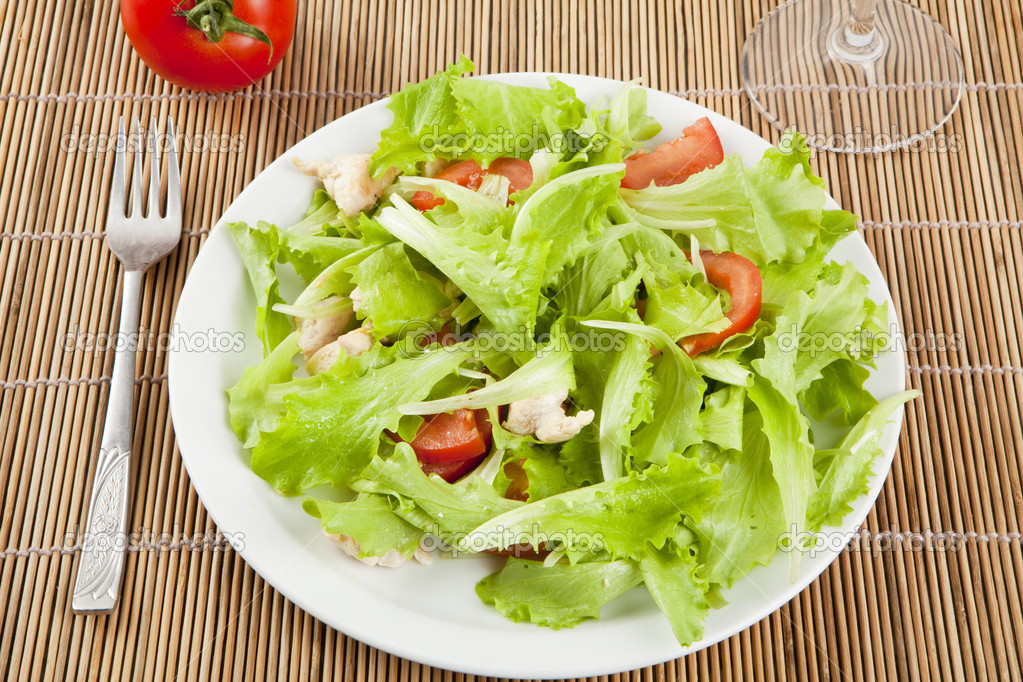 Fresh salad with chicken and tomatoes — Stock Photo #14536205