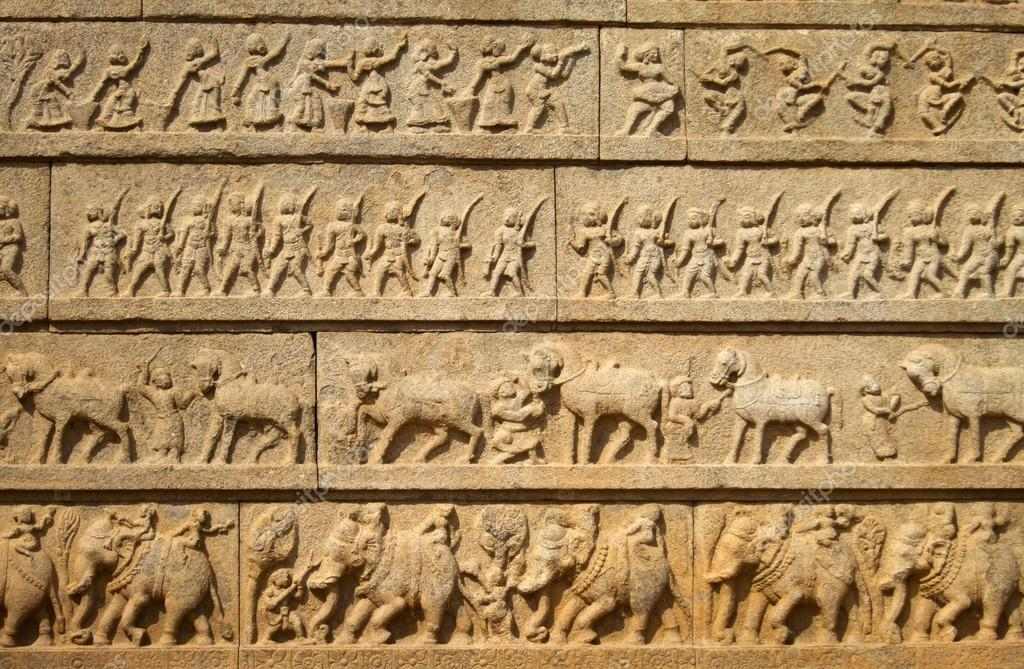 Carving on ancient wall in hapi india — stock photo