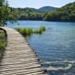 Path in Plitvice lakes, Croatia — Stock Photo #14540051