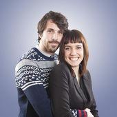 Portrét šťastný mladý pár proti bílému pozadí — Stock fotografie