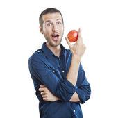 Piękny człowiek wesoły jedzenia jabłko, na białym tle nad białym — Zdjęcie stockowe