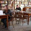Royalty-Free Stock Imagem Vetorial: Students at the Library