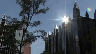 Sun reflects off the spires atop PPG Place — Stock Video