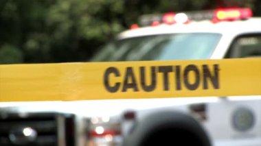 Let op tape op een ongeval scène — Stockvideo