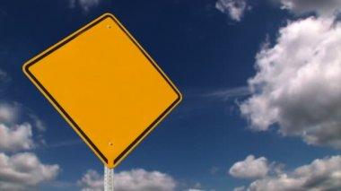 空白の黄色の道路標識 — ストックビデオ