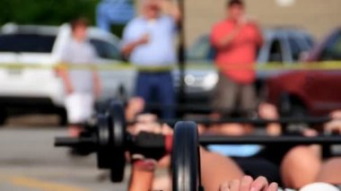 Group exercising with barbells outdoors — Stock Video