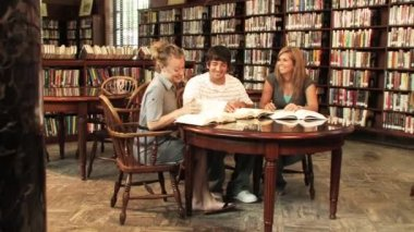 Students study in the library — Stock Video #13491767