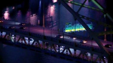 Traffic passes over the Fort Pitt Bridge over the Monongahela River in Pittsburgh, PA. — Stockvideo