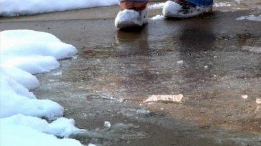 Spreading salt on an icy sidewalk. — Stock Video