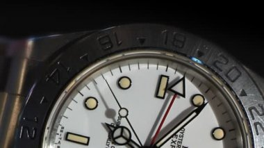 A close-up of a wrist watch. — Stock Video #13969022
